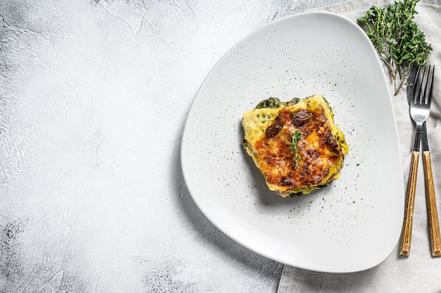 Leckere gebackene lasagne, traditionelle italienische küche.