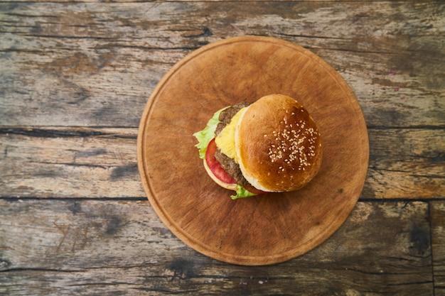 Leckere hausgemachte cheeseburger