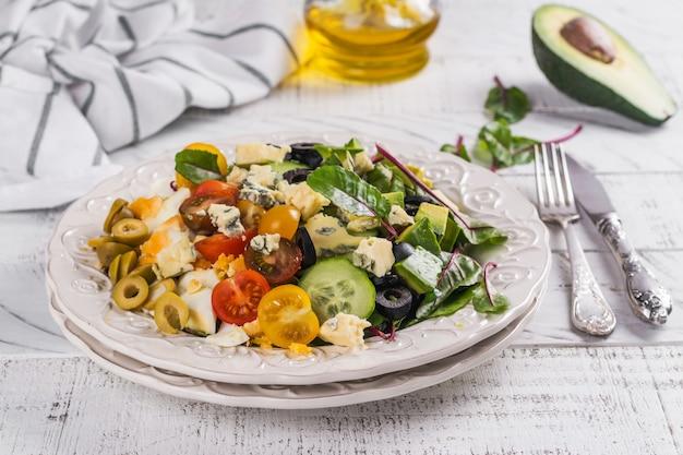 Leckere hausgemachte cobb-salat