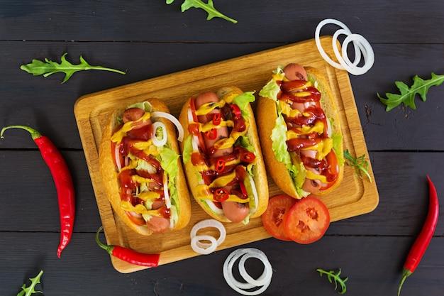 Leckere hausgemachte hot dogs
