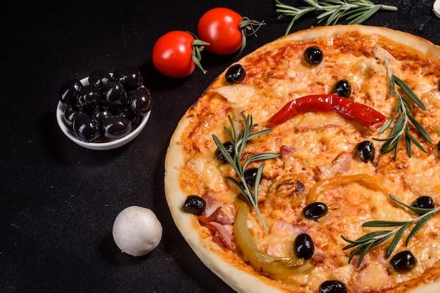 Leckere heiße pizza, traditionelles italienisches rezept
