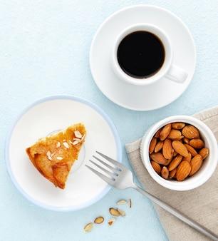 Leckere herbstpastete und kaffee