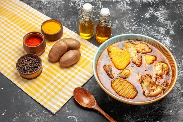 Leckere hühnersuppe mit kartoffel