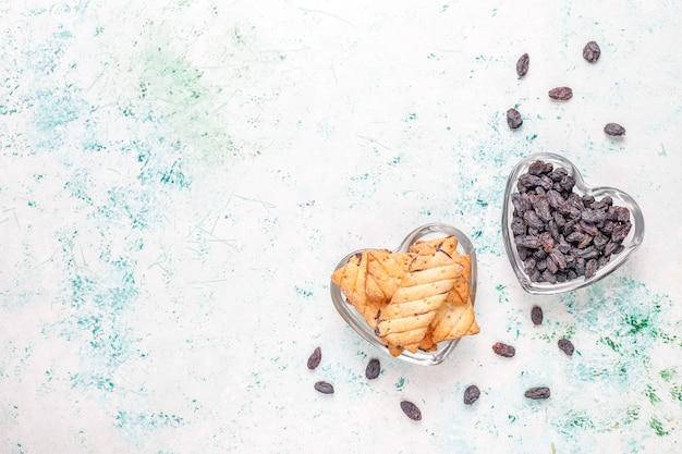 Leckere kekse mit rosine, draufsicht