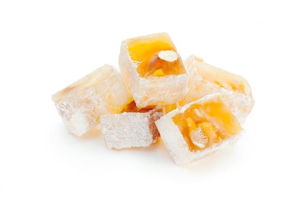Leckere orientalische süßigkeiten isoliert
