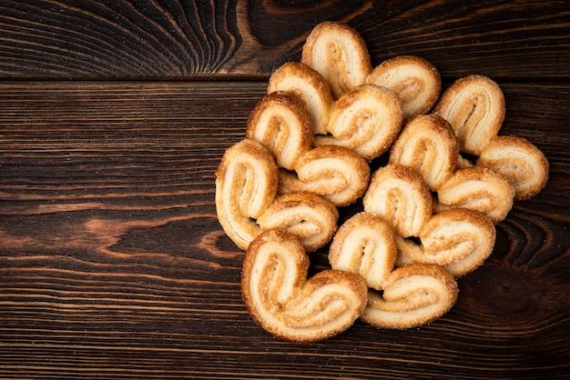 Leckere palmier-kekse mit kopierraum