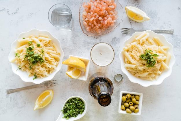 Leckere pastagerichte mit zutaten