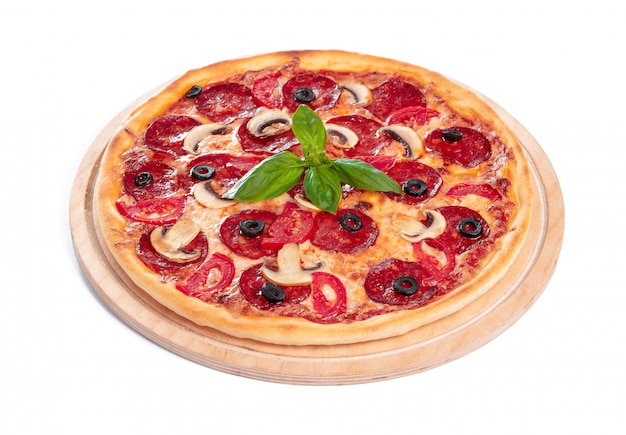 Leckere pizza ist isoliert
