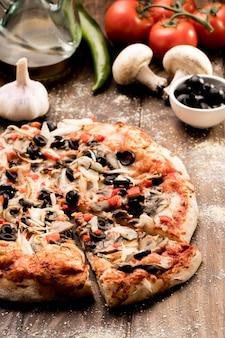 Leckere pizza mit gemüse