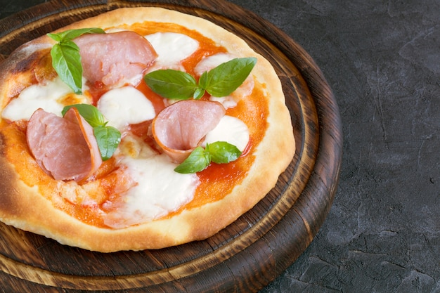 Leckere pizza mit schinken