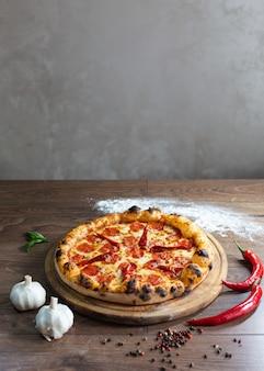 Leckere pizza, traditionelle italienische pizza.