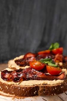 Leckere sandwiches mit speck