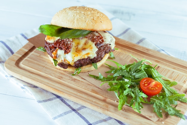 Leckere und appetitliche hamburger