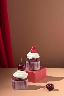 Leckerer cupcake mit früchten