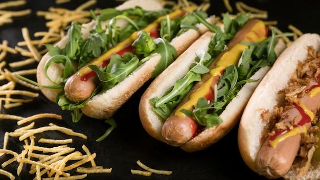 Leckerer fast-food-hot dog mit käse