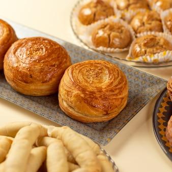 Leckerer frischer qogal-kuchen, aserbaidschanisches essen?