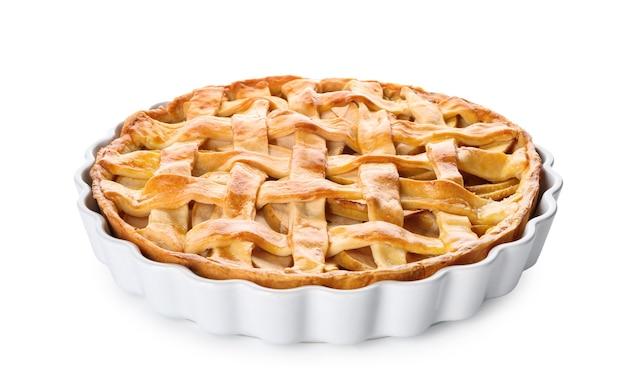 Leckerer hausgemachter apfelkuchen auf weißer oberfläche
