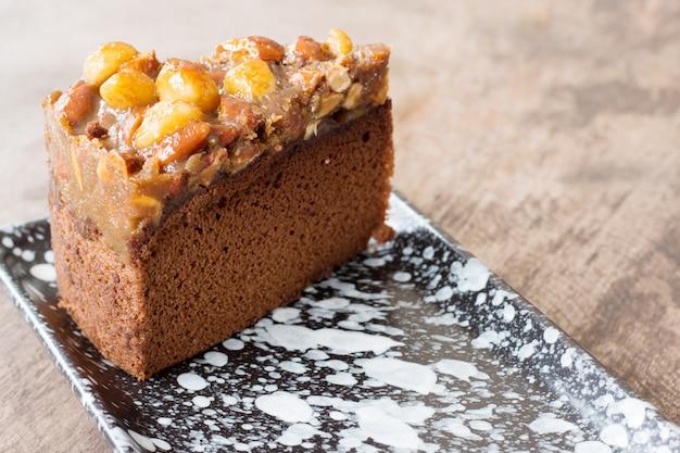 Leckerer macadamia-karamell-kuchen