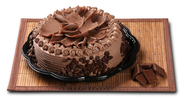 Leckerer schokoladenkuchen lokalisiert auf weiß.