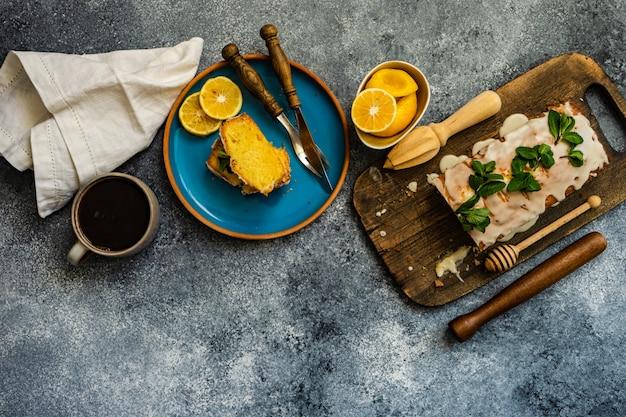 Leckerer zitronenkuchen mit zutaten