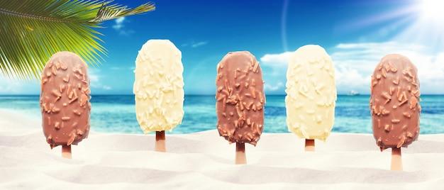 Leckeres eis am strand. gesundes sommer-food-konzept.