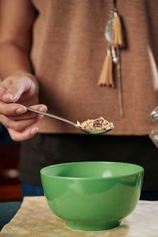 Leckeres frühstück mit müsli