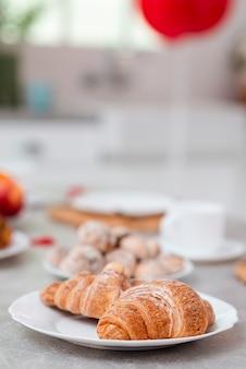 Leckeres frühstück zum valentinstag