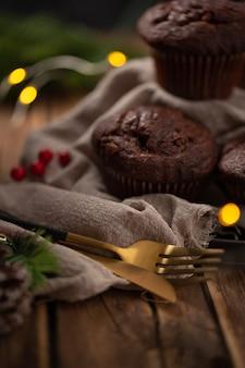 Leckeres hausgemachtes dessert zur feier der weihnachtszeit