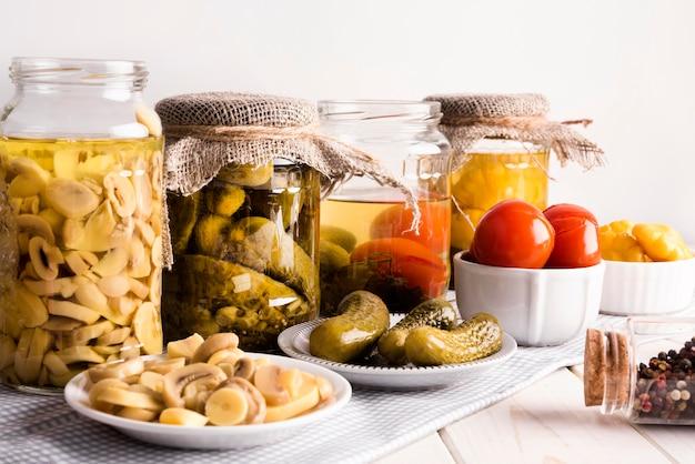 Leckeres hausgemachtes konserviertes essen