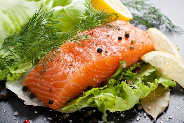 Leckeres lachsfilet, reich an omega-3-öl