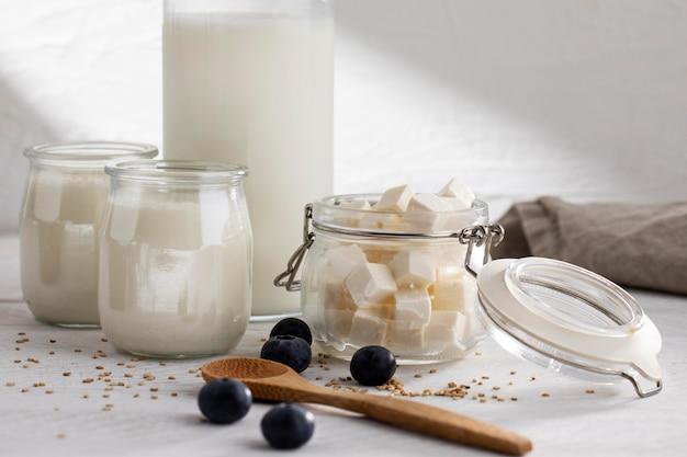 Leckeres milchprodukte-arrangement
