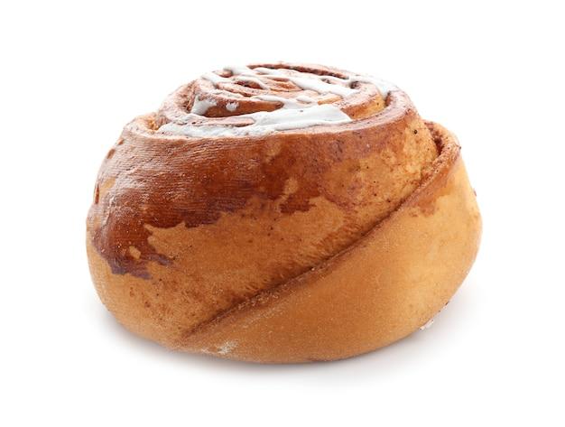 Leckeres süßes zimtbrötchen mit zuckerguss