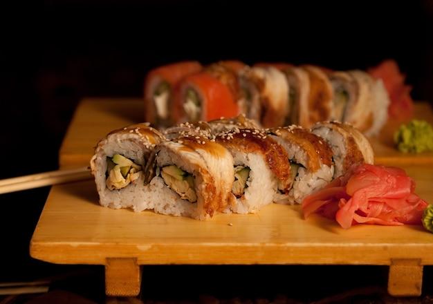 Leckeres sushi im japanischen restaurant
