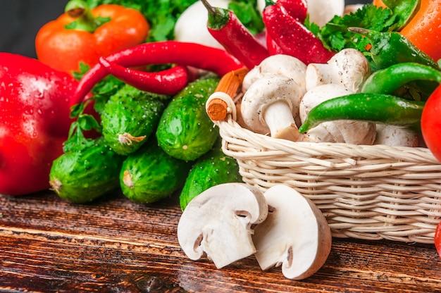 Leckeres und gesundes gemüse und obst