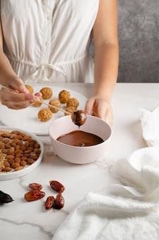 Leckeres veganes dessert mit hohem proteingehalt