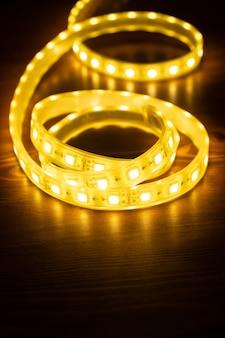Led-streifen für dekorative beleuchtung, glänzendes diodenband.