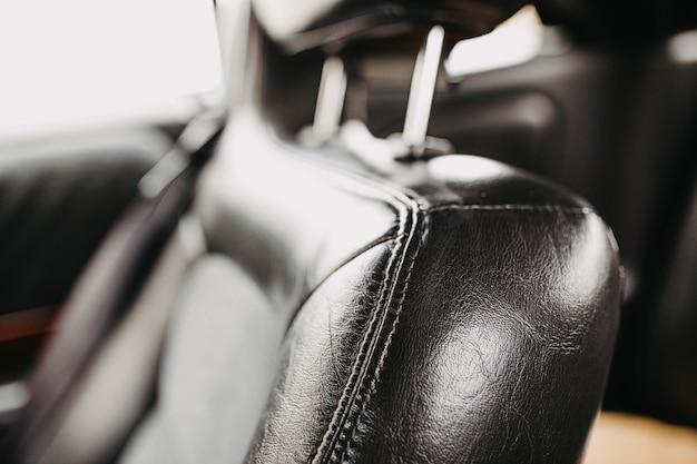 Leder schwarz interieur eines luxusautos handgefertigte lederpolsterung