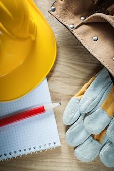 Leder werkzeuggürtel sicherheitshandschuhe gebäude helm copybook bleistift