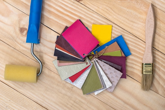 Lederfarb-sampler mit pinsel