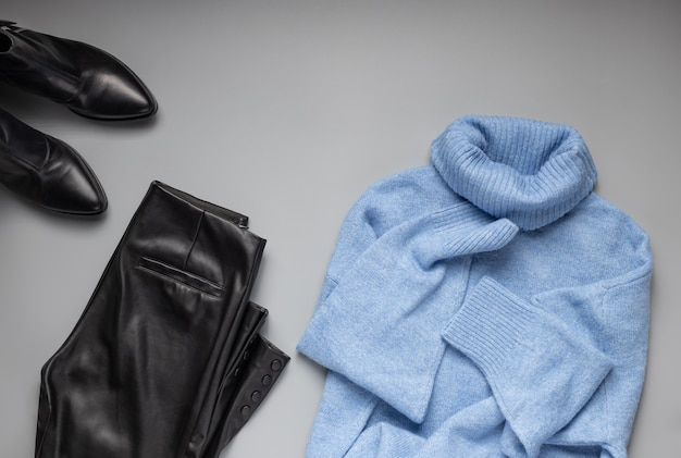 Lederhose strickpullover und stiefel damen stilvolles outfit