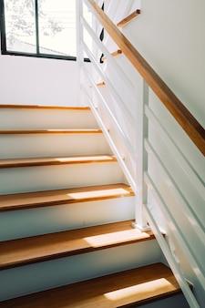 Leere architektur der treppe