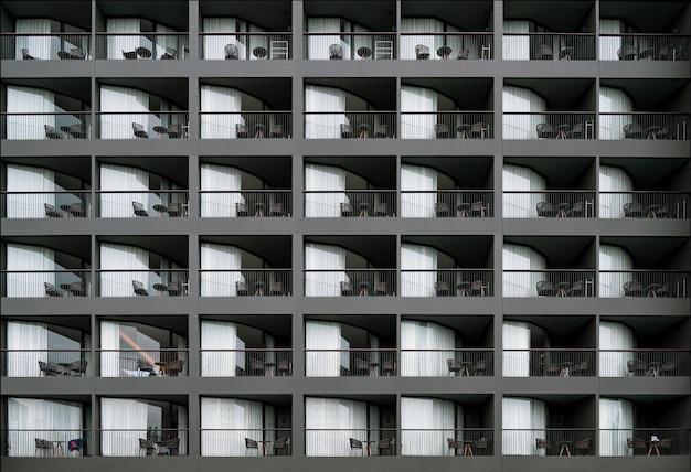 Leere balkone des luxusresorts in thailand