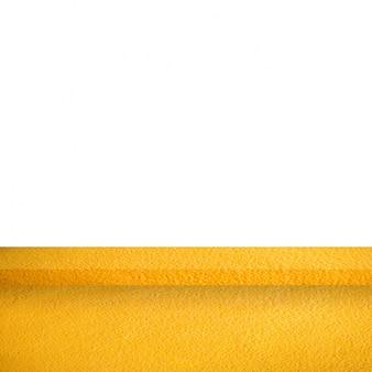 Leere beton tisch auf weißem hintergrund für produkt-display-vorlage. geschäftspräsentation