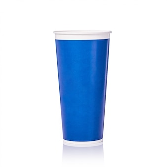 Leere blaue papierschale für alkoholfreies getränk oder kaffee.