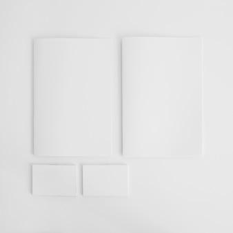 Leere broschüren und visitenkarten