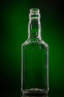 Leere farblose glasflasche