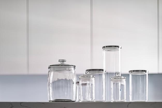 Leere gläser zur aufbewahrung von speisekammern