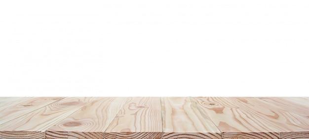 Leere hölzerne tischplatte lokalisiert auf weißem hintergrund mit beschneidungspfad und copyspace für anzeige oder montieren ihre produkte