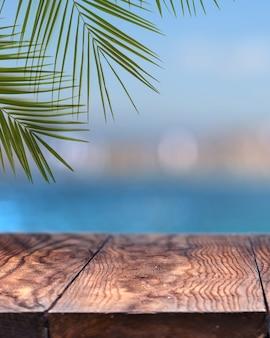 Leere hölzerne über verschwommen von einer stadt mit palme, blauem himmel und hellem meerwasser. natürlich mit kopierraum.