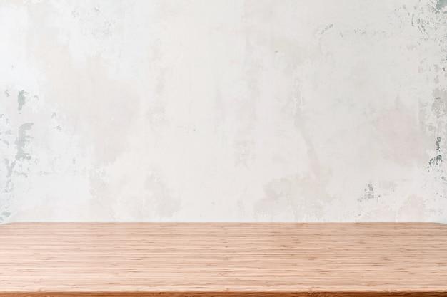 Leere holztabelle mit schmutzzement oder betonwandbeschaffenheitshintergrund